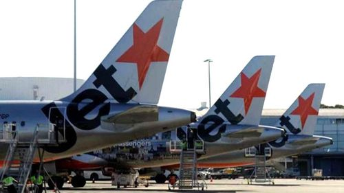 Jetstar flight from Melbourne to Sydney delayed for 80 minutes after passengers kicked off for unruly behaviour