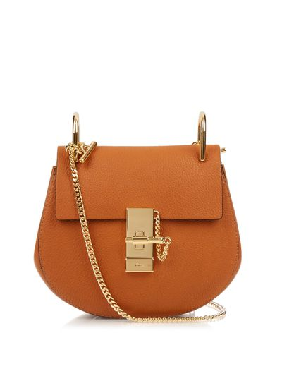 "<a href=""https://www.ssense.com/en-au/women/product/chloe/tan-mini-drew-bag/2116757?gclid=EAIaIQobChMIlq6o-NOK2AIVRwwrCh3uZgPQEAkYBiABEgIFHPD"" target=""_blank"" draggable=""false"">Chloe Tan Mini Drew Bag, $1365.00</a>"