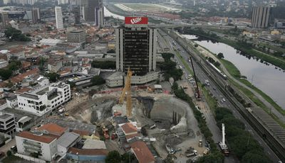 A huge crater at the collapsed 'Pinheiros' subway station in Sao Paulo, Brazil, 15 January 2007 (Getty).