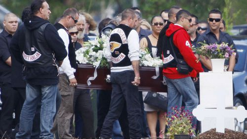The coffin of Anthony Zervas is carried to his grave site at Rookwood Cemetery in western Sydney in March 2009. (AAP)