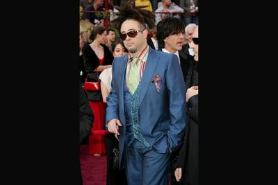 We're not quite sure what Counting Crows' Adam Duritz is doing at the Oscars, and neither does his suit. <br/>