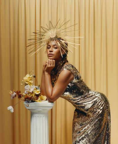 Beyonc&eacute; wears a Valentino dress and Philip Treacy London hat&nbsp;<em>US Vogue&nbsp;</em>September 2018<br /> <br />