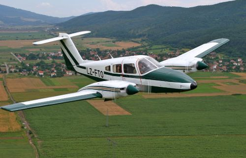 A Piper PA-31 Navajo Chieftain aircraft similar to the one involved in the incident over Tasmania.