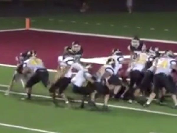 Footballer throws weirdest touchdown pass ever