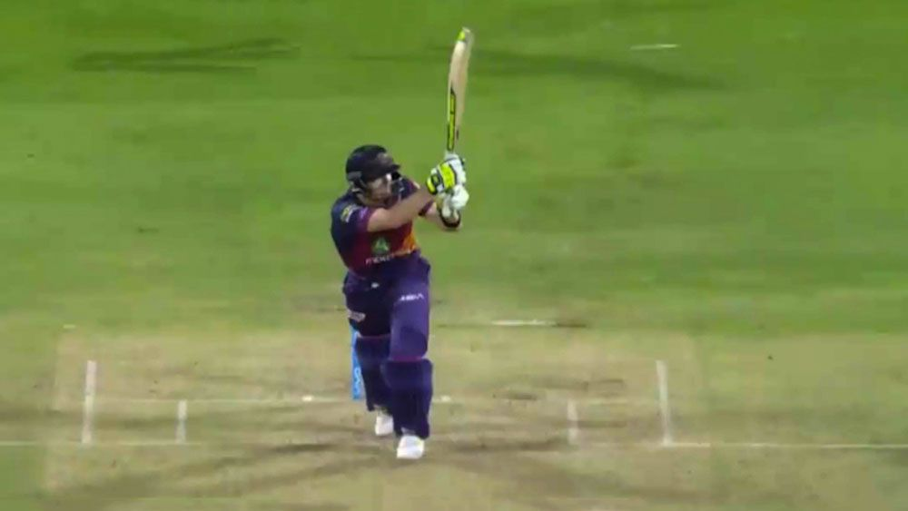 Steve Smith scores successive sixes to lead Rising Pune Supergiants to last over victory over Mumbai Indians in IPL