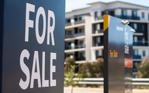 Record number of Aussies refinancing as new home lending plummets