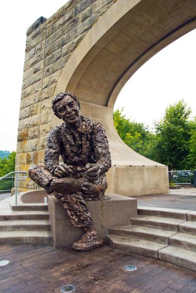 <strong>Pittsburgh, America: The Fred Rogers memorial statue</strong>