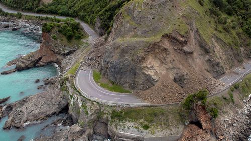 A landslide covers a section of state highway 1 near Kaikoura, New Zealand. (AAP)