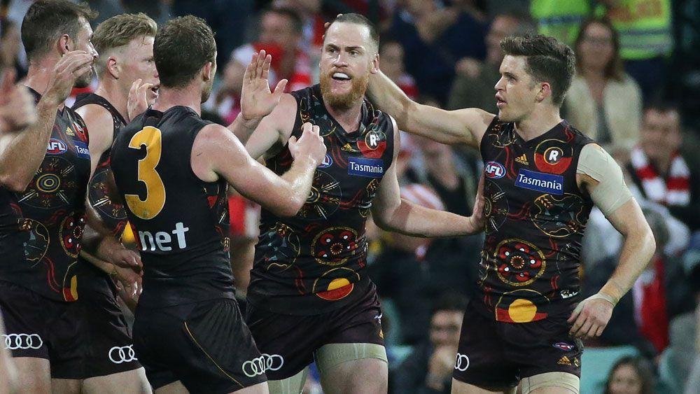 AFL 2017: Hawthorn Hawks captain Jarryd Roughead warms hearts with winning goal against Sydney Swans