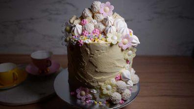 Food presenter Jane de Graaff's gender reveal cake make from supermarket ingredients