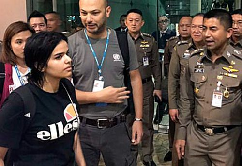 Rahaf Alqunun and authorities (AAP)