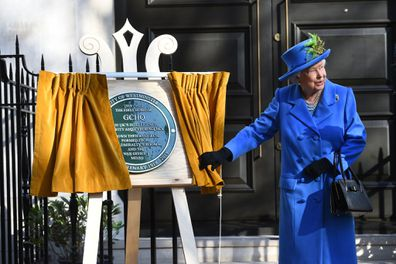 Queen unveils plaque with secret coded message
