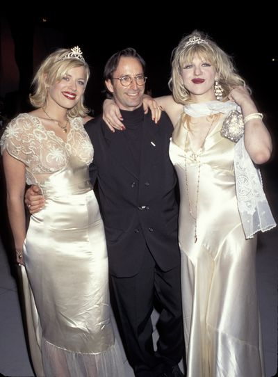 Herb Ritts, Courtney Love and Amande de Cadenet at the 1995 Vanity Fair Oscar Party