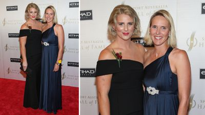 Inductee swimmer Leisel Jones and former inductee and swimmer Susie O'Neill. (AAP)