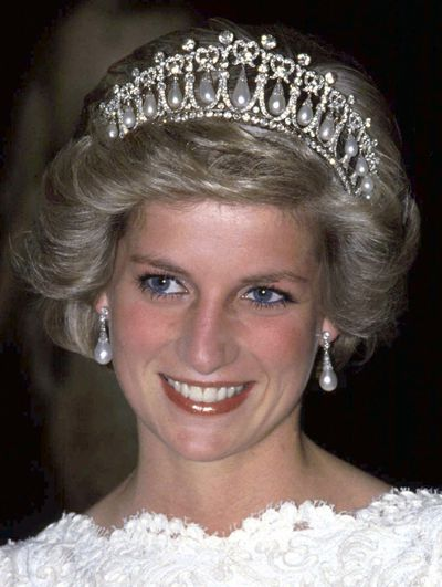 Queen Mary's Lover's Knot tiara and Collingwood pearl earrings