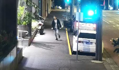 After locking the car, Mr Thomas comes sprinting back...only to find the door had been locked. (9NEWS)