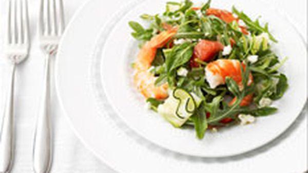 Prawn salad with pink grapefruit, zucchini and feta