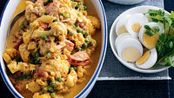 Cauliflower & green pea curry