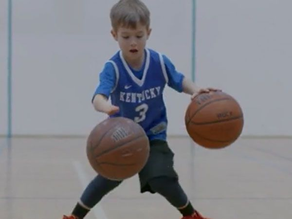 One-handed boy shows amazing basketball skills