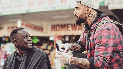 The Aussie barber giving free haircuts to the homeless on his day off