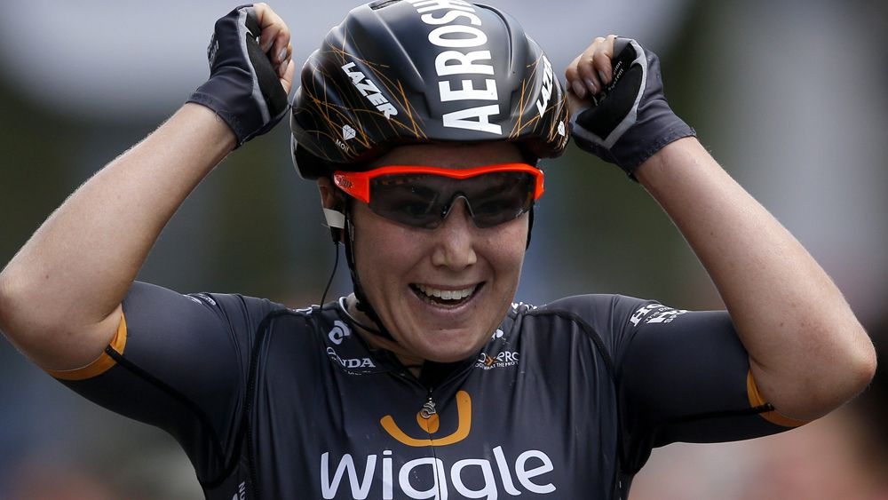 Australian Chloe Hosking 'does a Steven Bradbury' to win stage 2 in Tour of Norway after draw-bridge mishap