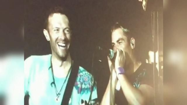 Shane Warne plays harmonica with Coldplay at Melbourne concert