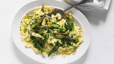 "Recipe:&nbsp;<a href=""http://kitchen.nine.com.au/2016/05/16/14/45/farfalle-with-asparagus-crme-frache-and-tarragon"" target=""_top"">Farfalle with asparagus, crème fraîche and tarragon</a>"