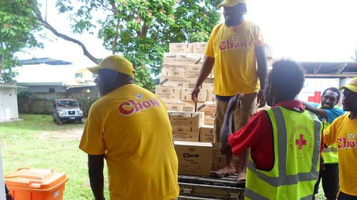 Residents prepare for Cyclone Pam. (AAP)