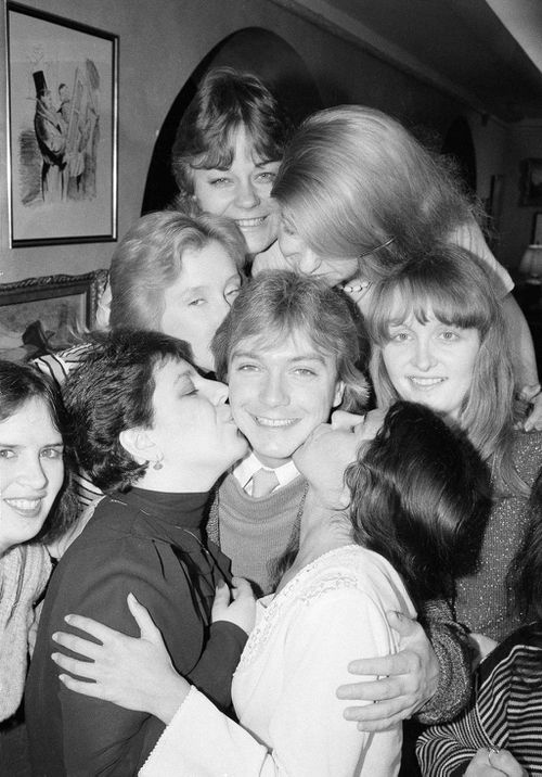 Cassidy flanked by adoring female fans in 1984 (AP)