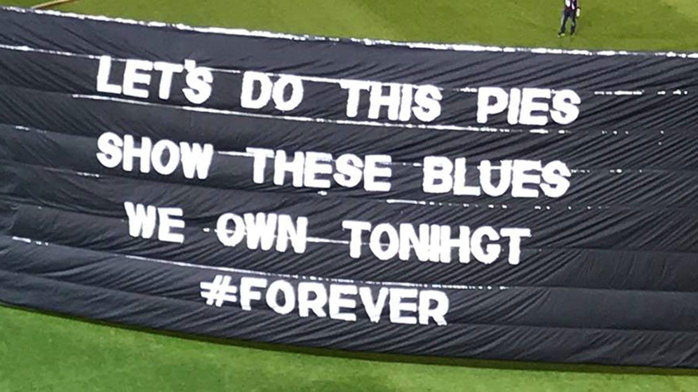 Collingwood's banner fail amuses AFL fans in Blues match