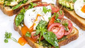 Italian egg topper