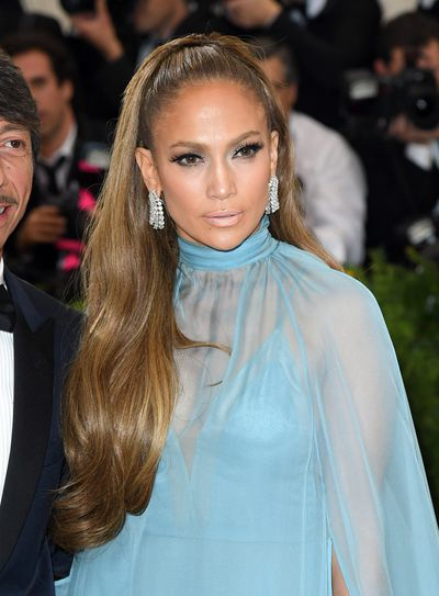 "<p>Jennifer Lopez at the 2017 Met Gala</p> <p><strong><em>Who does this style suit?</em></strong></p> <p>""This hair style is best suited to people who have long hair, with longer layers as the length makes it easier to pull up the crown area of the hair, which is secured tightly with a hairband,""&nbsp;<a href=""http://http://www.schwarzkopf-professionalusa.com/skp/us/en/home.html"" target=""_blank"">Schwarzkopf Professional Ambassador Dee Parker-Attwood told <em>HoneyStyle.</em></a></p> <p><em>&nbsp;</em></p>"