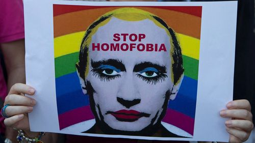Russia outlaws image implying Putin is gay