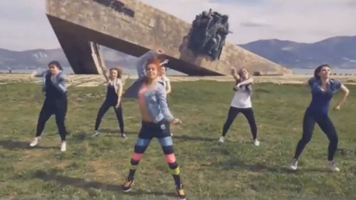 A screenshot from a YouTube video of the twerk dance.