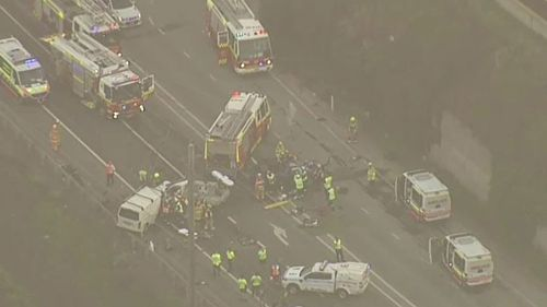 Crews are responding to a three-car smash in Horsley Park. (9NEWS)