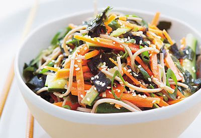 Soba salad with seaweed and ginger