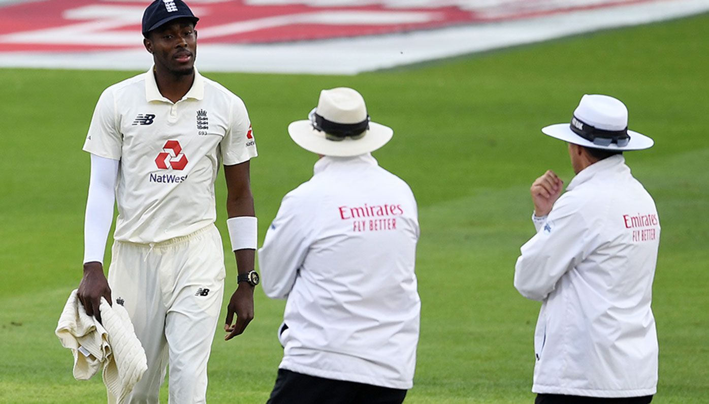 Jofra Archer of England talks to umpires Richard Illingworth and Richard Kettleborough about bad light.
