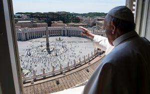 Coronavirus: Pope blesses socially distanced worshippers