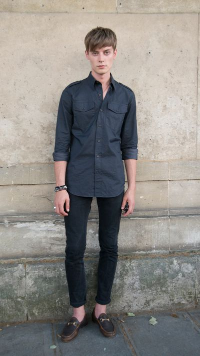 <p>Bone structure aside, take note of the perfect denim length to pair with casual loafers.</p>