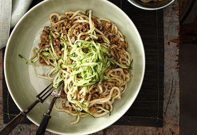 Minced pork tossed noodles