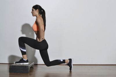 <strong>Elevated lunges</strong>