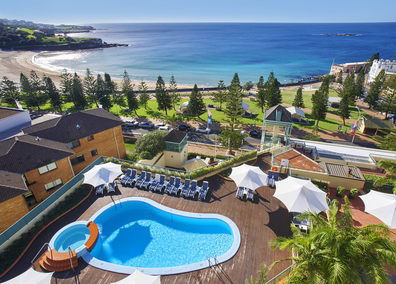 Crowne Plaza Coogee pool area