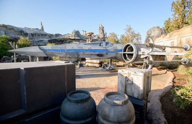 Disneyland Star Wars: Galaxy Edge - Up close with an X-Wing fighter