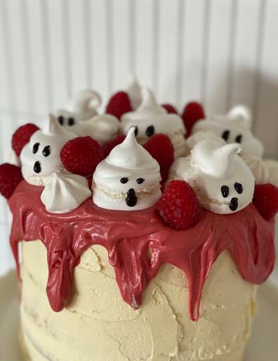 Fat Mum Slim's 'Ghost Cake' Halloween mud cake hack