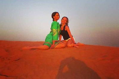 Posing in Dubia, Tyra Banks and her friend enjoy the desert!