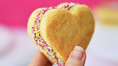 "Recipe: <a href=""http://kitchen.nine.com.au/2018/02/13/14/12/sweetheart-sandwich-cookie-recipe"" target=""_top"">Sweetheart sandwich cookie</a>"