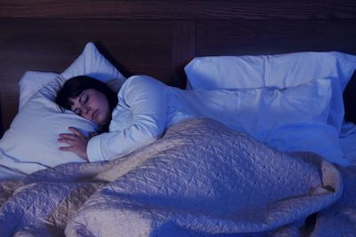 <strong>7. Keep the bedroom for sleeping only</strong>