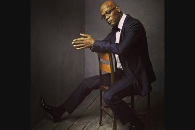 @vanityfair: There are snakes in the m----------g studio! Samuel L. Jackson poses for @markseliger #vfoscars