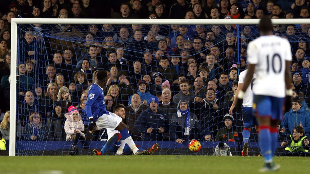 Romelu Lakaku scores for Everton against Crystal Palace. (AAP)