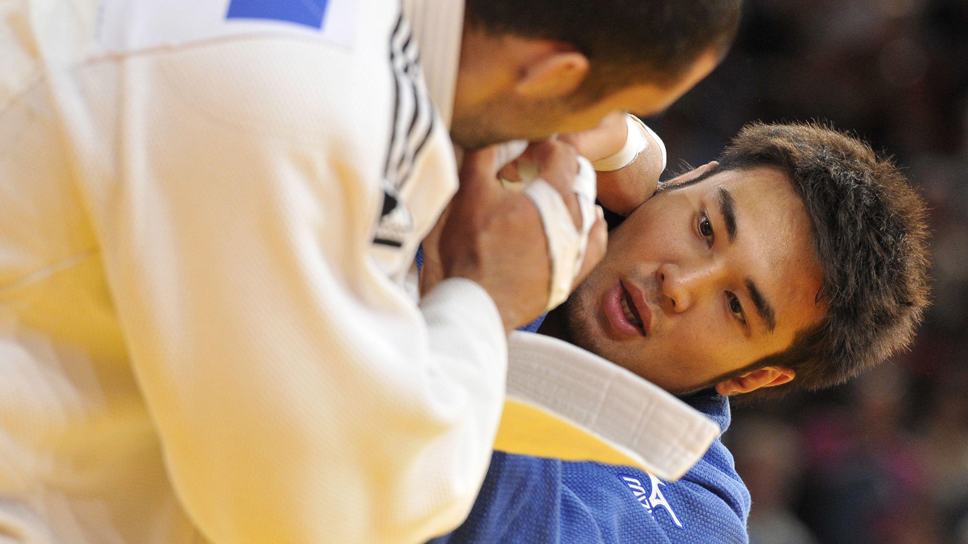 Kayhan Takagi (in blue) in action.